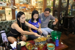 hustlersbangkok.com_best_food_sports_bar_thailand